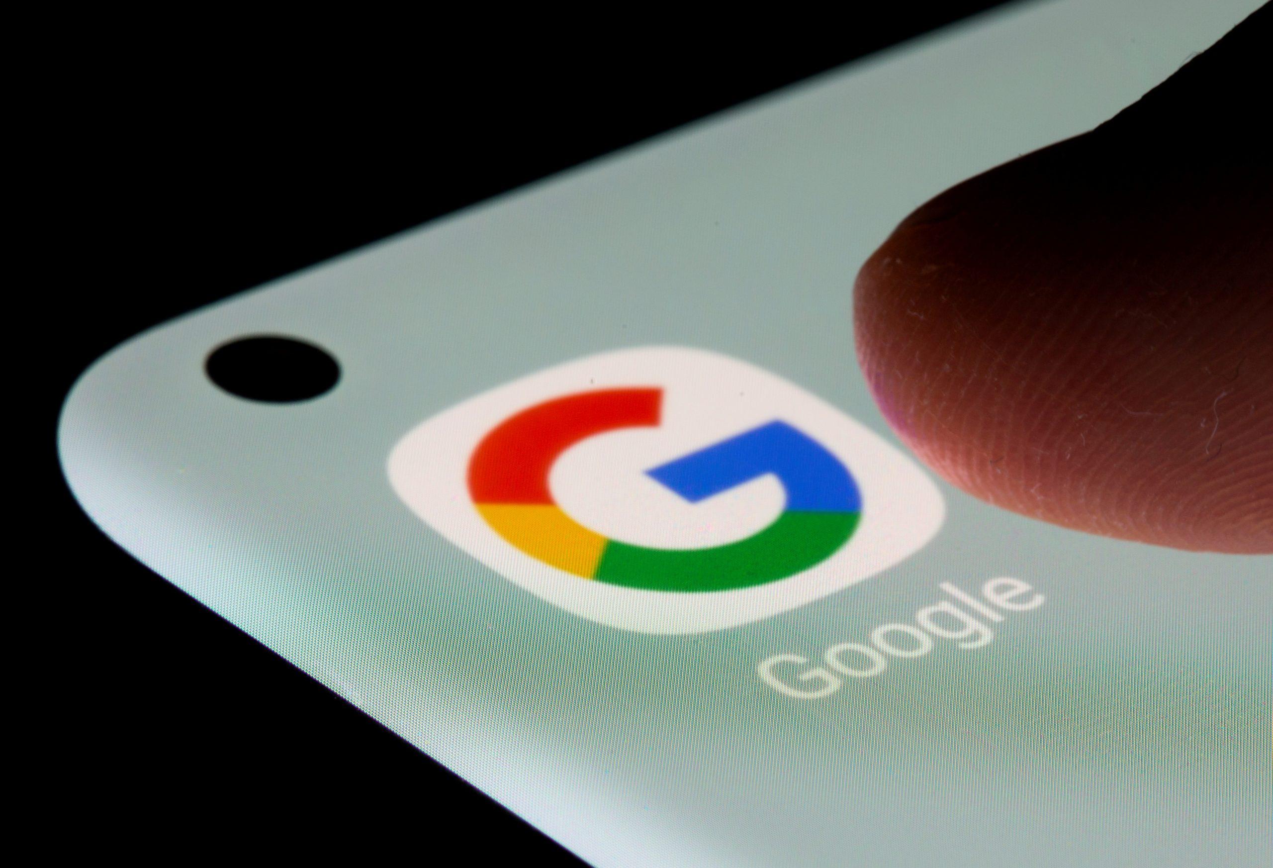 Поисковик Google внес ряд изменений для несовершеннолетних - Фото 1